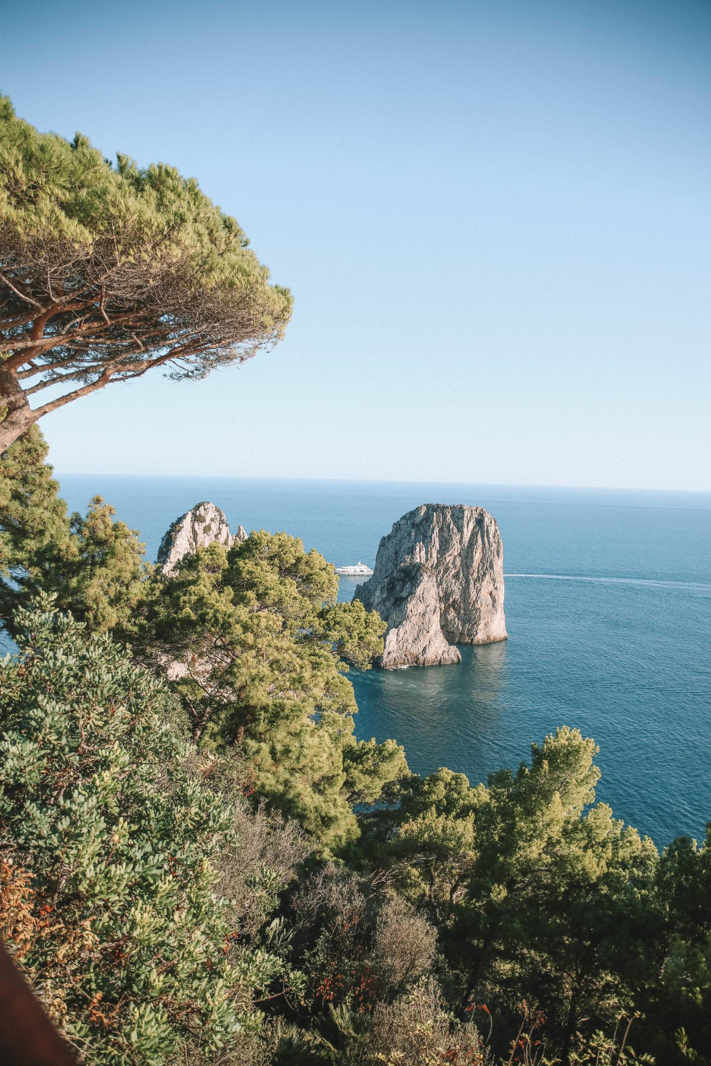 Rochers Faraglioni Capri - Blondie baby blog mode et voyages