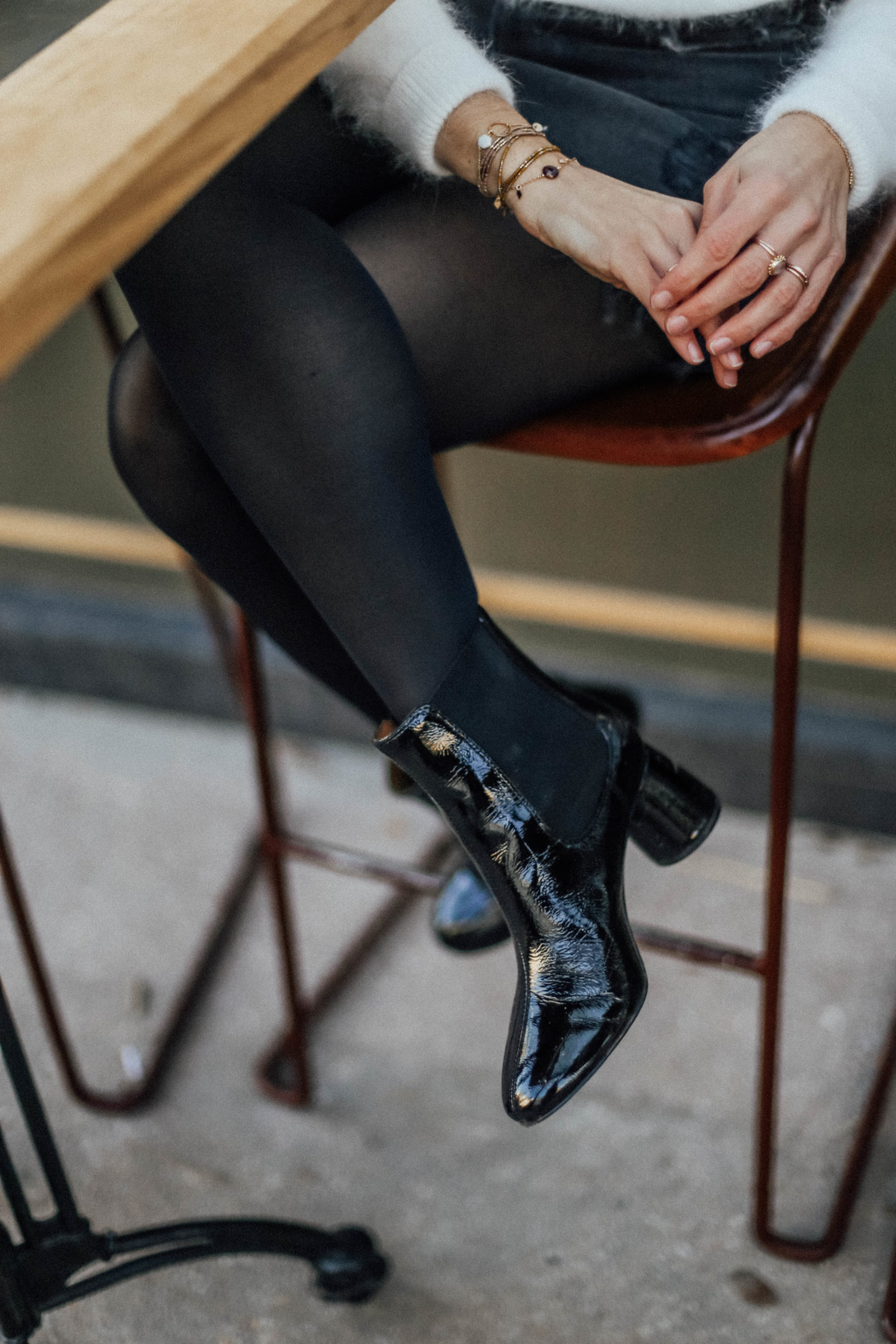 Boots noires vernies & Other Stories - Blondie Baby blog mode et voyages