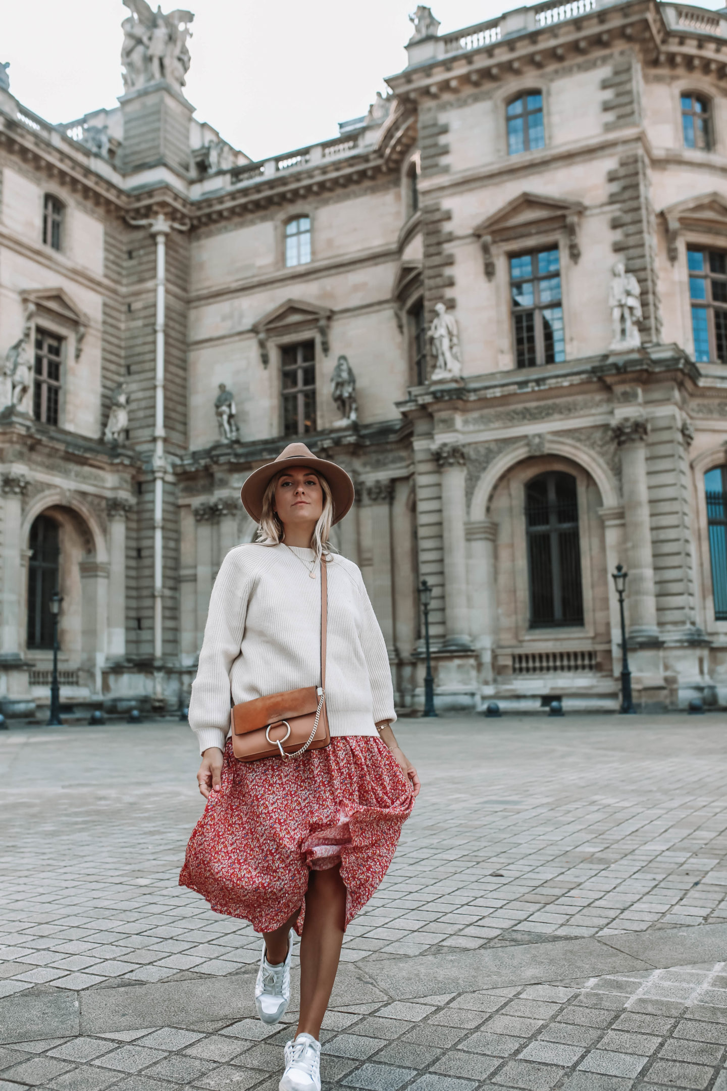 tenue oversize - Blondie Baby blog mode Paris et voyages