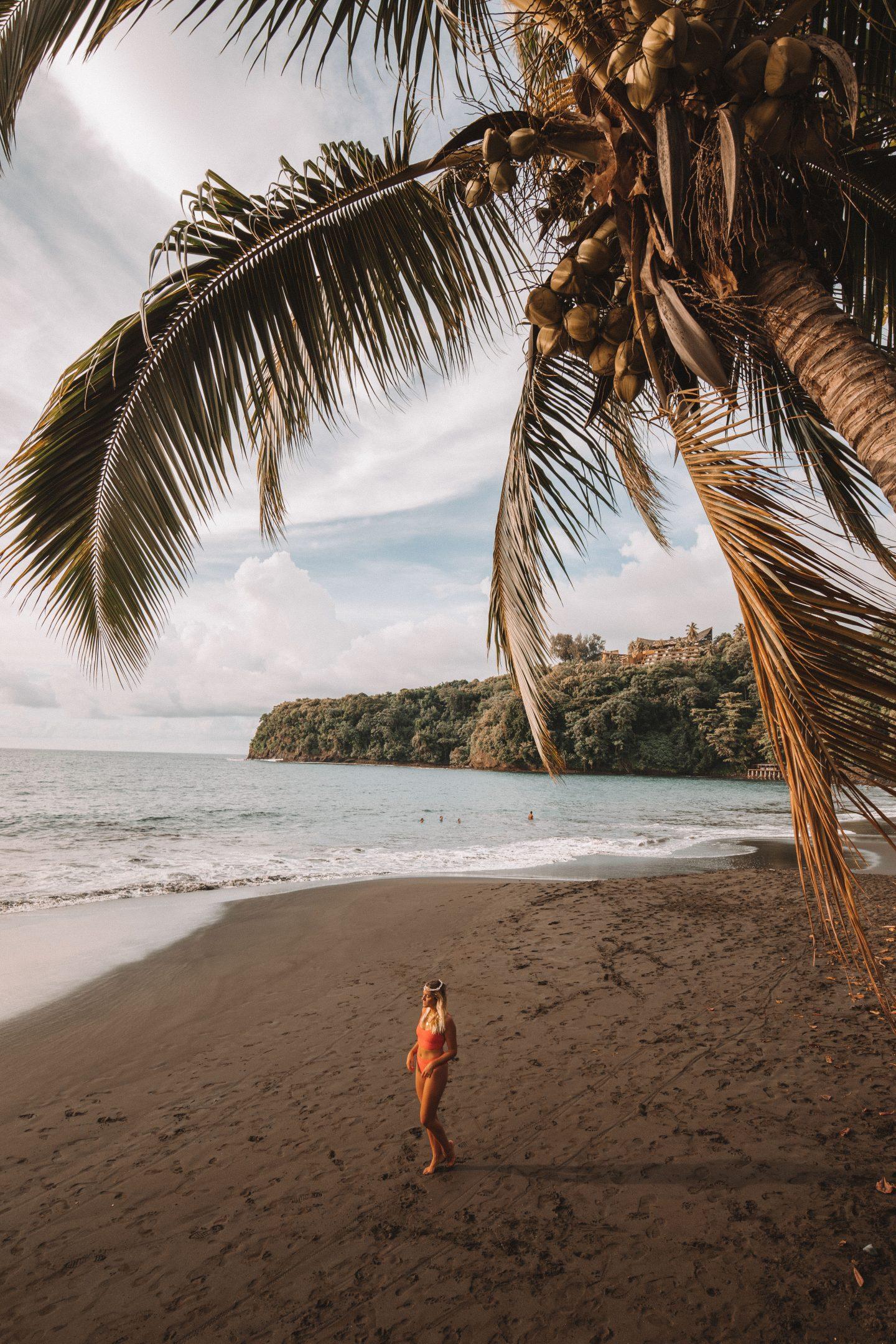 Plage noire Tahiti - Blondie Baby blog voyages et mode