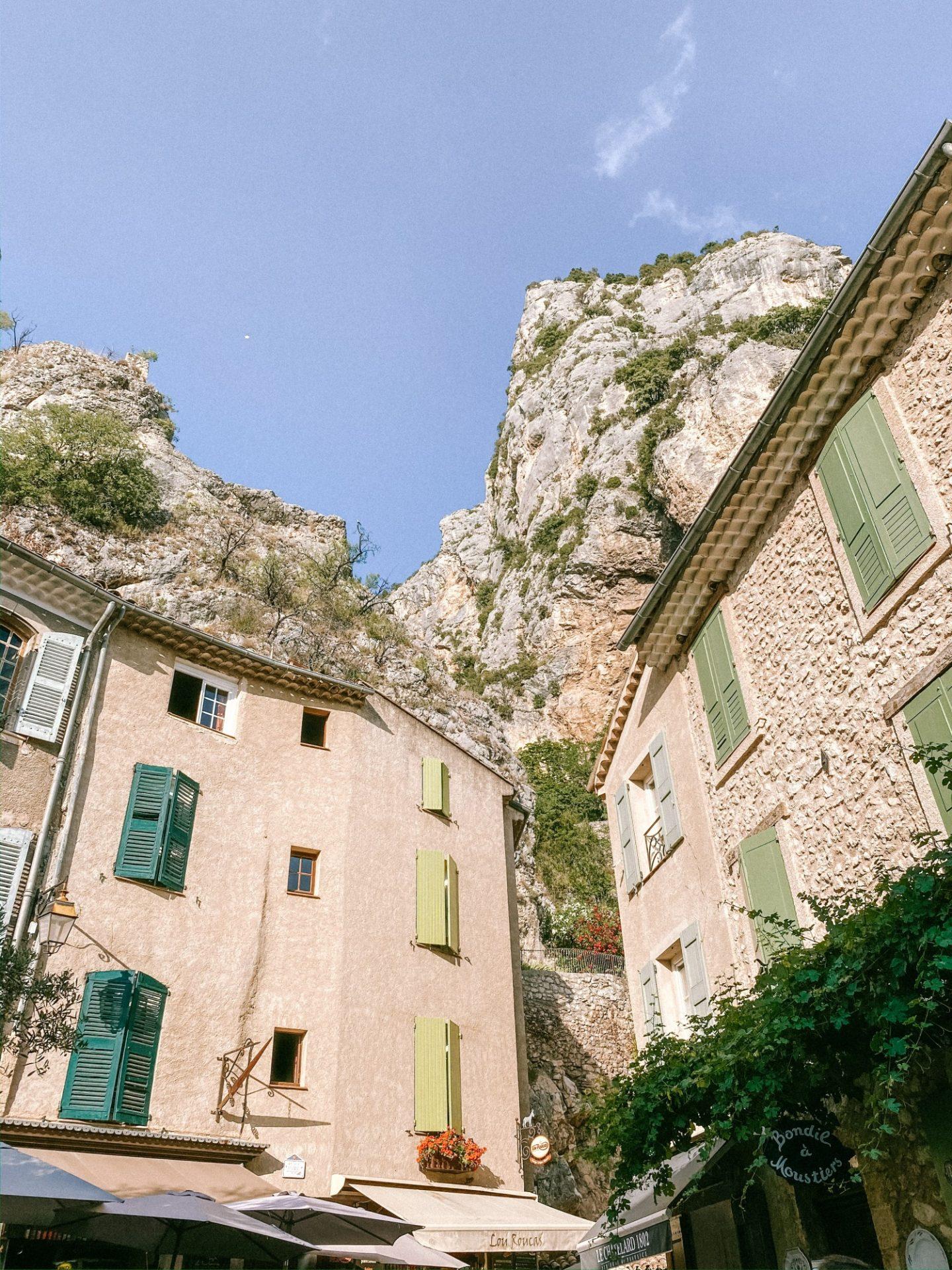Visiter Moustiers Sainte-Marie - Blondie Baby blog voyages