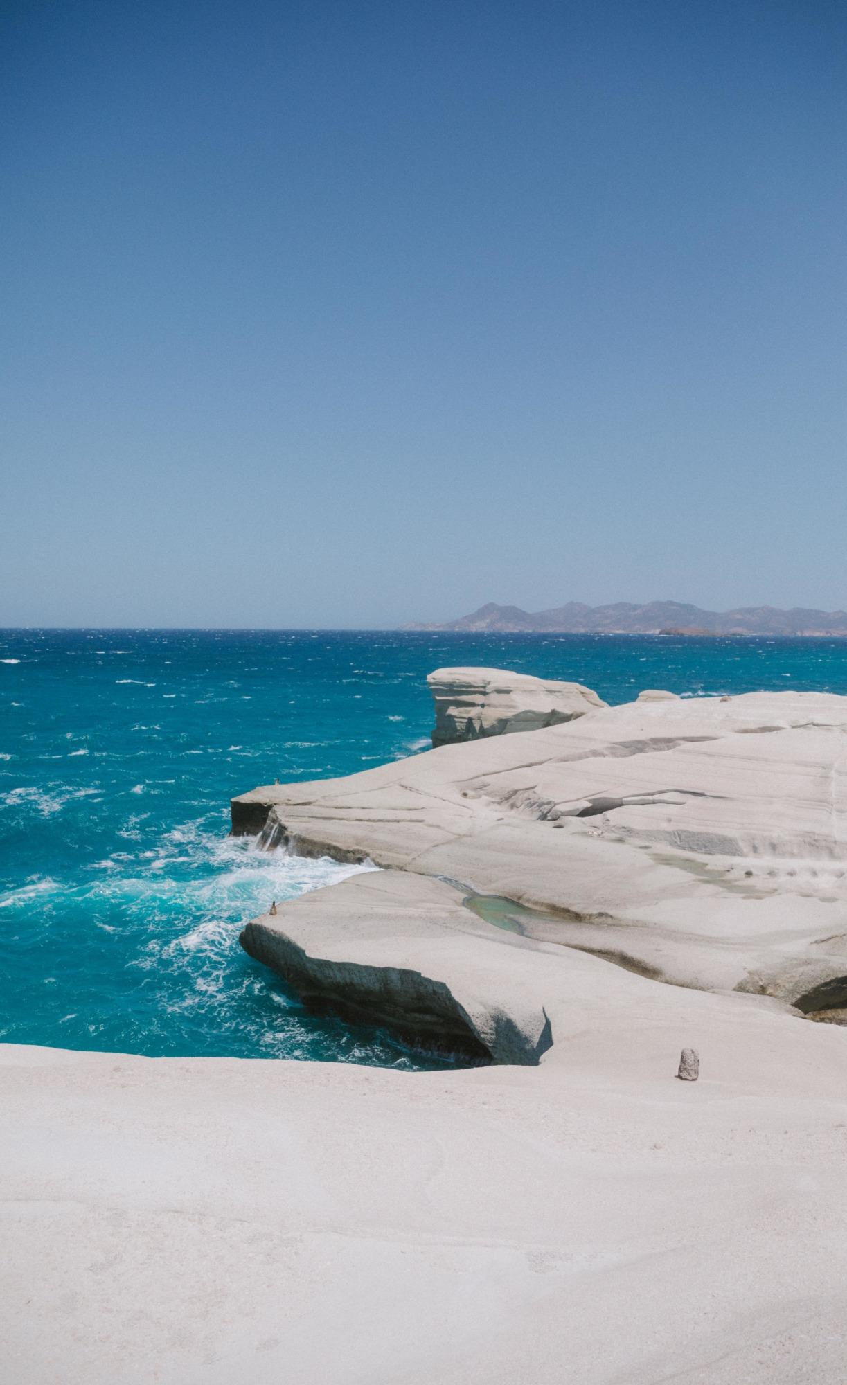 Faire du bateau à Milos - Blondie Baby blog voyage