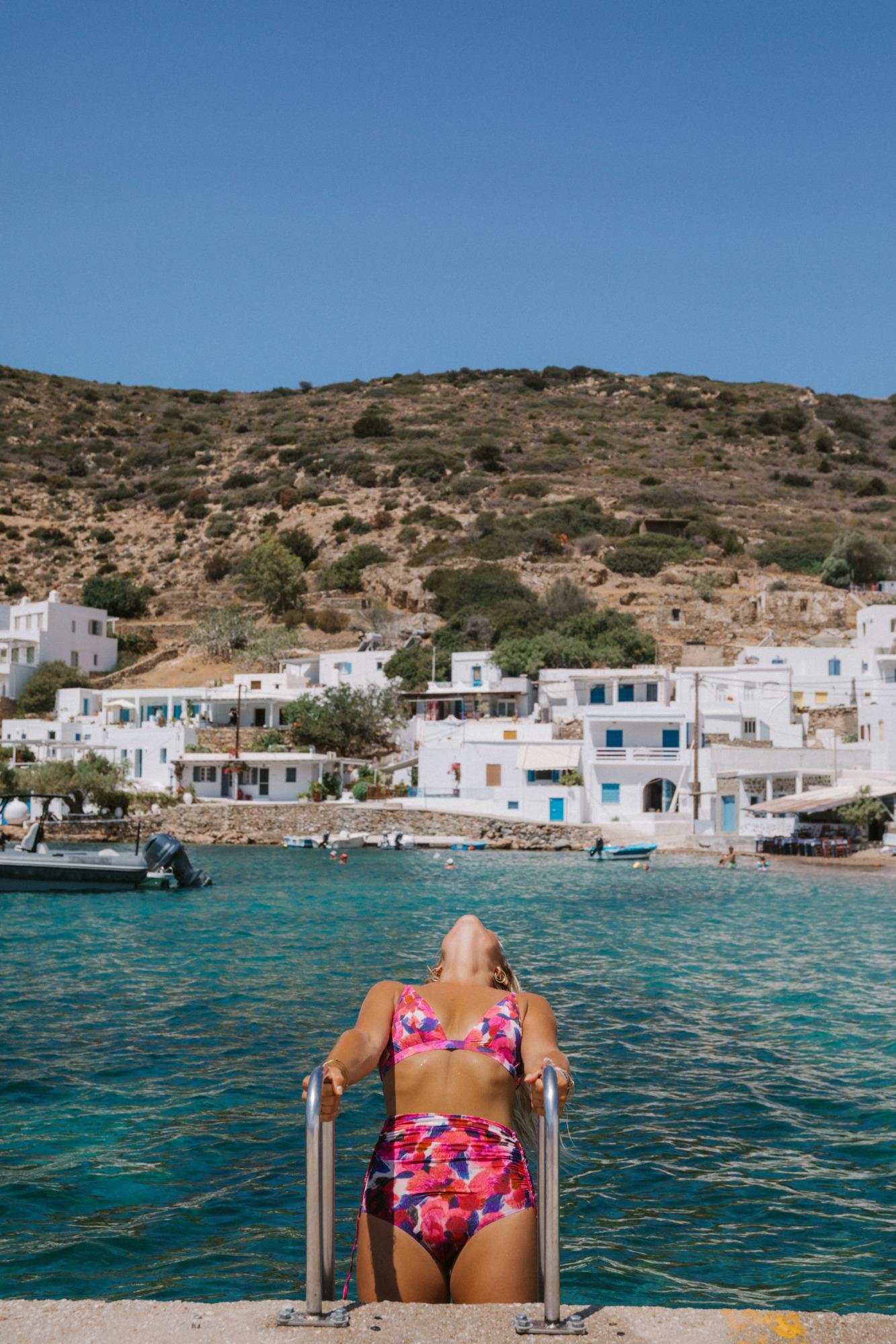 Que faire à Vathi Beach Sifnos - Blondie Baby blog voyages